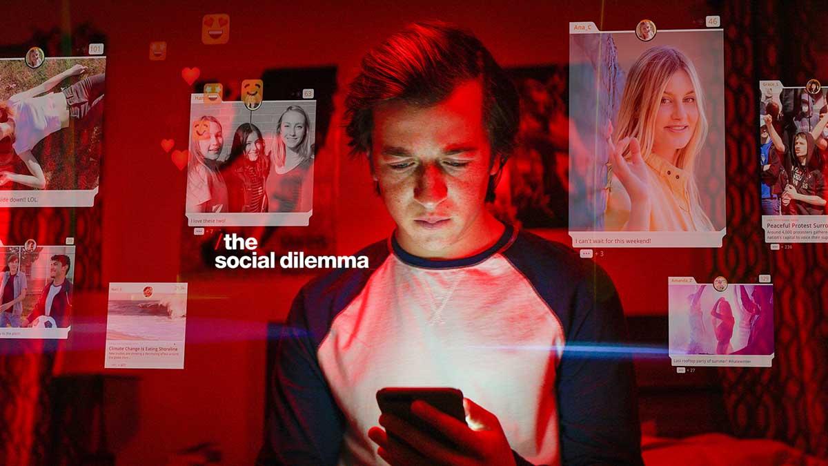 ؟كيف تهيمن وسائل التواصل الاجتماعي على حياة مستخدميها
