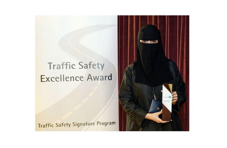 أول موظفة تفوز بجائزة التميّز للسلامة المرورية