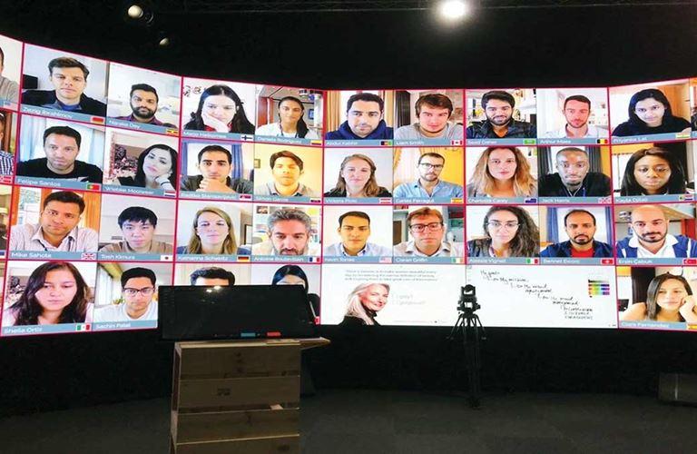 دائرة التدريب والتطوير تطلق مختبر الواقع الافتراضي وحلولًا للتعلم عن بعد