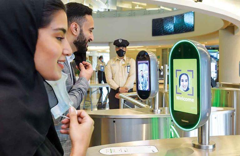 تقنيةٌ حديثة تتعرَّف على معالم الوجه لحماية مرافق الأعمال