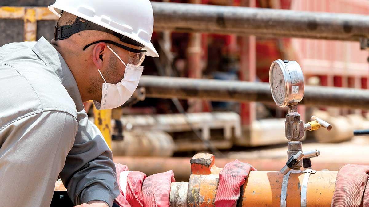 أعمال الحفر.. استخراج كنوز النفط والاهتمام بحماية البيئة