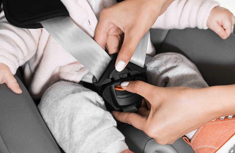 السلامة المرورية: مقاعد الأطفال في السيارات
