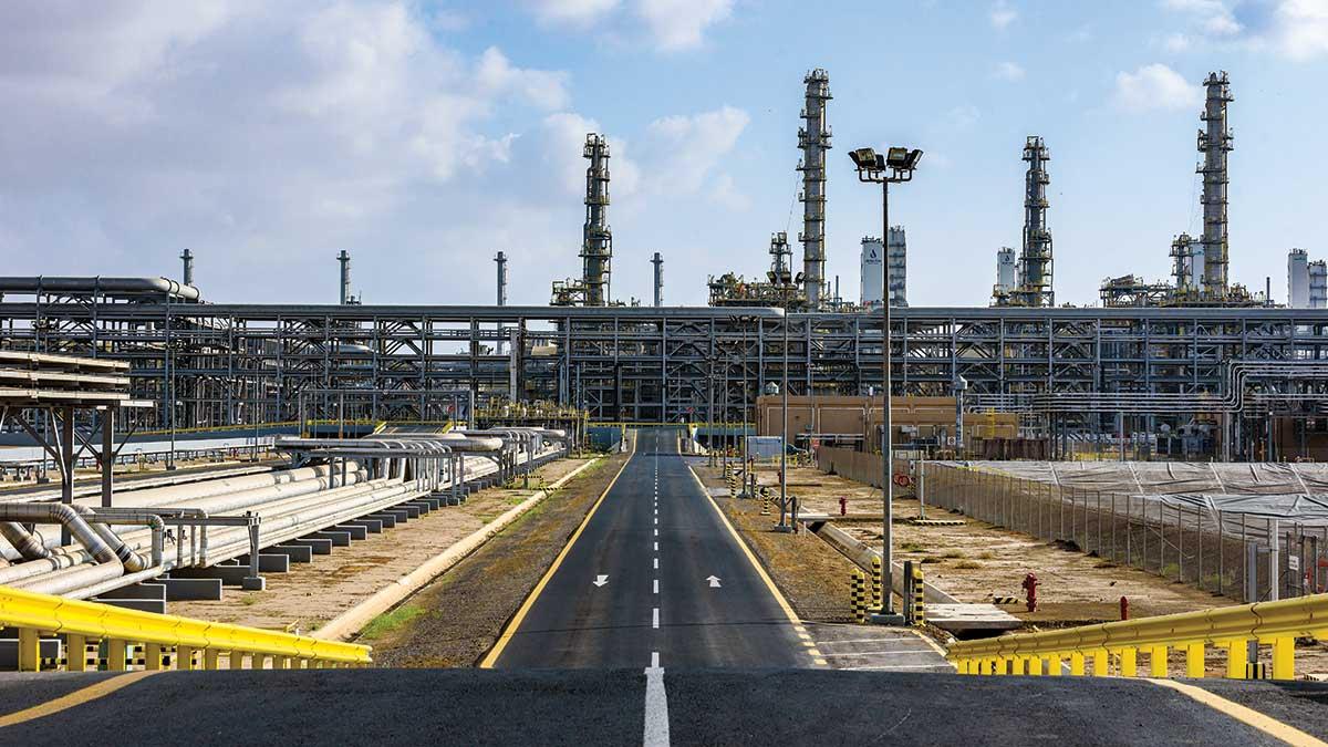 أرامكو السعودية توقع اتفاقيات تمويل مشاريع واستحواذ على أصول في مشروع مشترك بقيمة 12 مليار دولار  في جازان