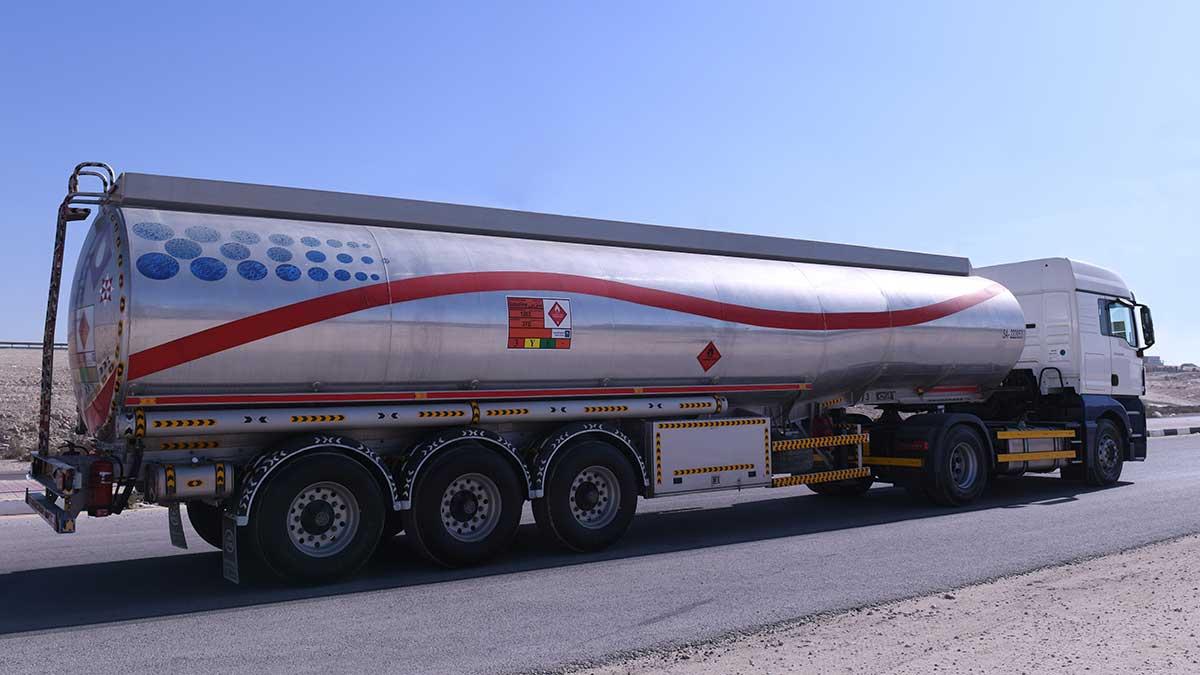 شاحنات النفط ذات الصهاريج المصنوعة من الألمنيوم تثبت كفاءتها