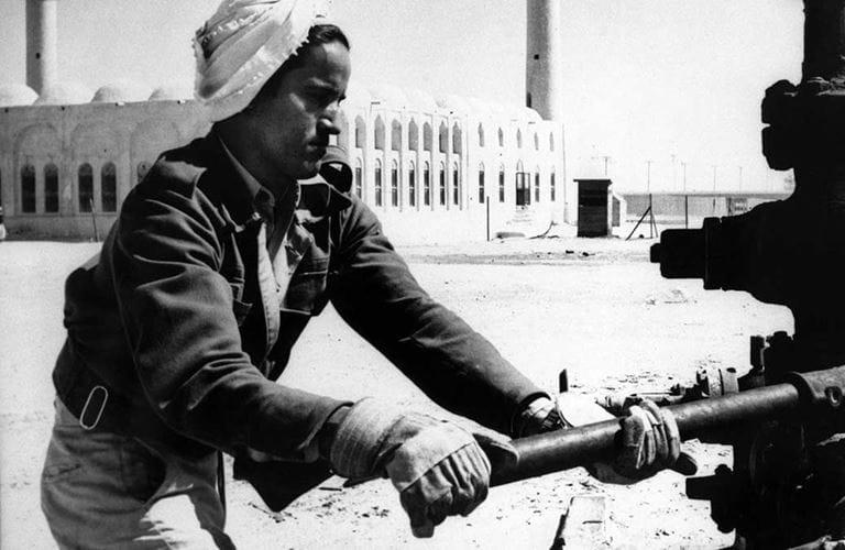 Photographic Memory: Tightening the wellhead at Dammam No. 15