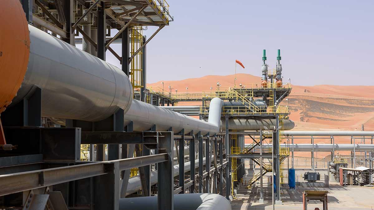 أعمال فرز الغاز من الزيت.. عينٌ على استمرارية الأعمال وأخرى على البيئة